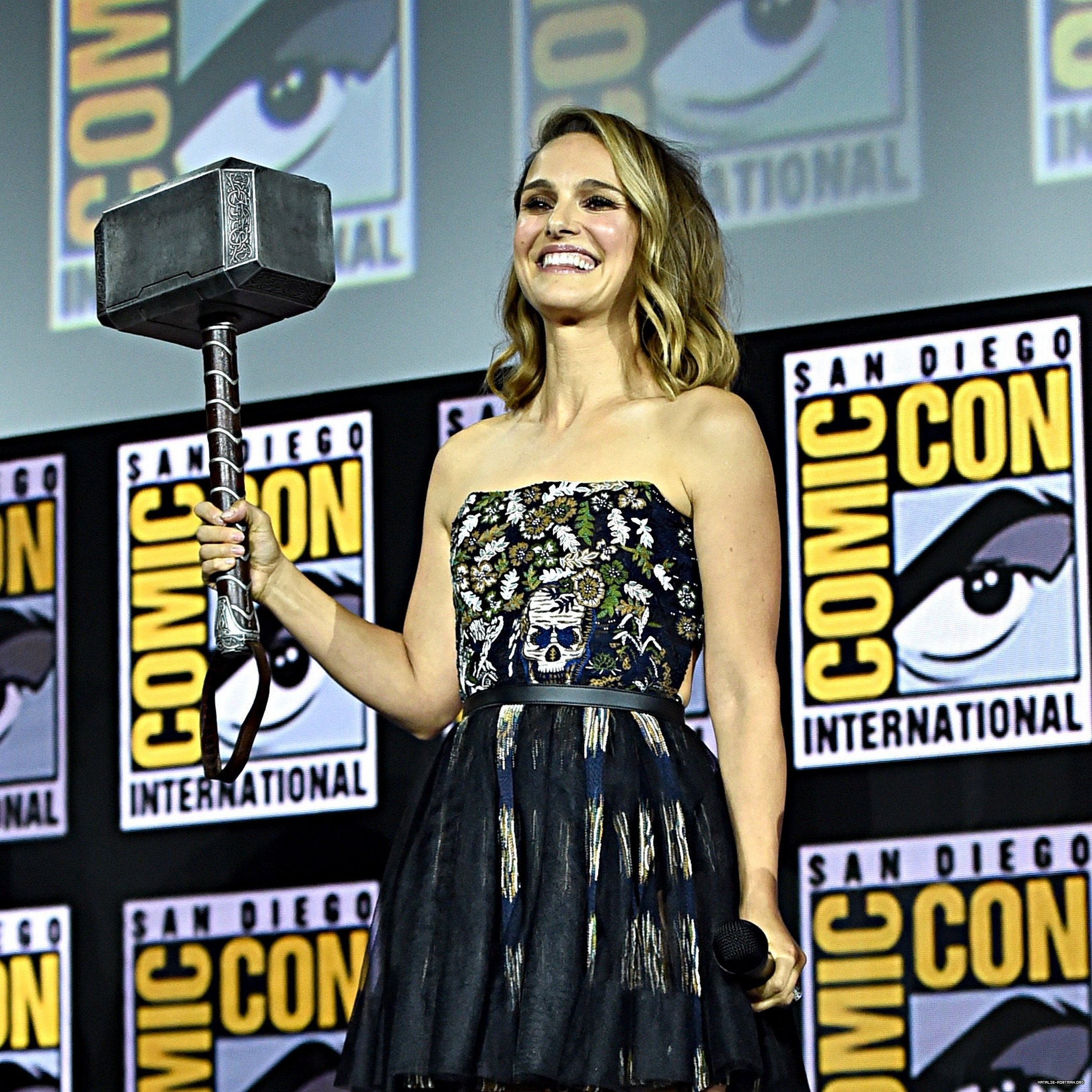 Press: Marvel Director Wants Fans to Stop Calling Natalie Portman 'Female Thor'